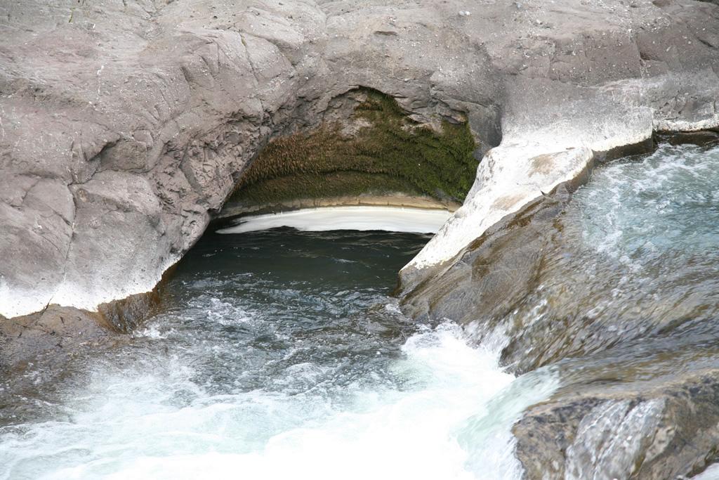 Lesson1:川に開いた穴の謎を探れ